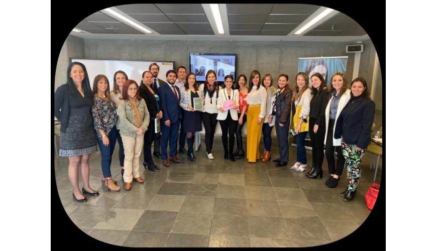 Comité Women in Concrete Alliance de Asocreto, con la periodista Claudia Palacios.