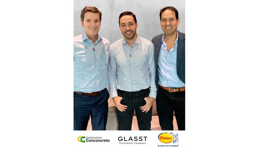 De izquierda a derecha: Juan Luis Aristizábal, Presidente de Conconcreto, Juan Camilo Botero, CEO de Glasst y Juan Carlos Moreno